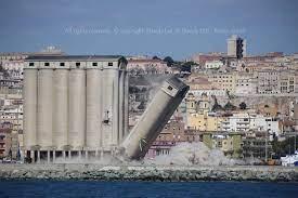 Giù con la dinamite tre silos del porto di Cagliari: maxi esplosione, poi  il nuvolone di polvere (VIDEO) - Casteddu On line